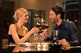 Xcouple enjoying romantic dinner restaurant 1024x680.jpg.pagespeed.ic.rvpudwmp5j